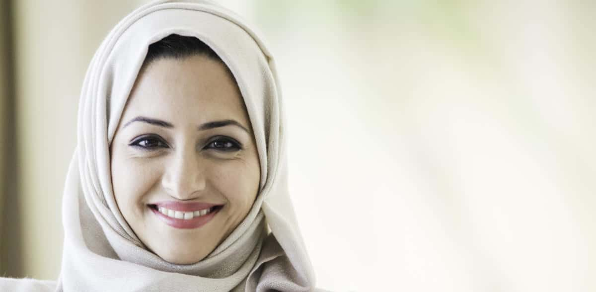 Photo of an Arab woman smiling at us